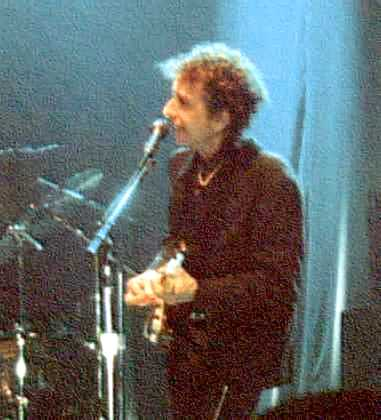 BOB IN CARDIFF ON 23/09/2000 (WHERE HE ALSO PERFORMED ONE OF THE FINE VERSIONS OF THE NEW ARRANGEMENT OF 'TRYIN' TO GET TO HEAVEN')